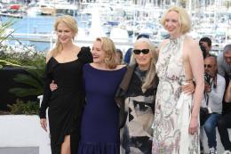 photo 18/33 - Top of the lake Photocall - Cannes 2017 : Magnifiques Nicole Kidman et Elisabeth Moss pour Top of the lake - © Isabelle Vautier pour CommeAuCinema.com