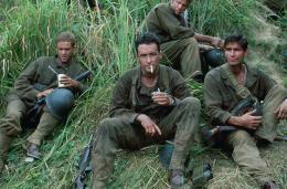 photo 10/15 - Dash Mihok, John Cusack, James Caviezel - La Ligne Rouge - © Fox Pathé Europa (FPE)