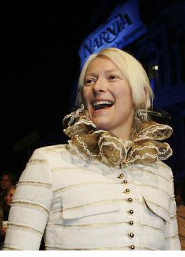 photo 19/61 - Tilda Swinton - Avant-première du film à Londres - Le 7 décembre 2005 - Le Monde de Narnia - Chapitre 1 : Le Lion, la Sorcière Blanche et l'Armoire Magique