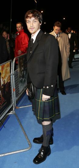 photo 24/61 - James McAvoy - Avant-première du film à Londres - Le 7 décembre 2005 - Le Monde de Narnia - Chapitre 1 : Le Lion, la Sorcière Blanche et l'Armoire Magique