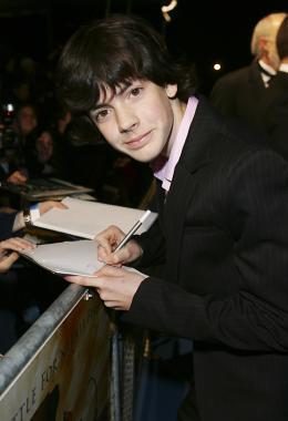 photo 27/61 - Skandar Keynes - Avant-première du film à Londres - Le 7 décembre 2005 - Le Monde de Narnia - Chapitre 1 : Le Lion, la Sorcière Blanche et l'Armoire Magique