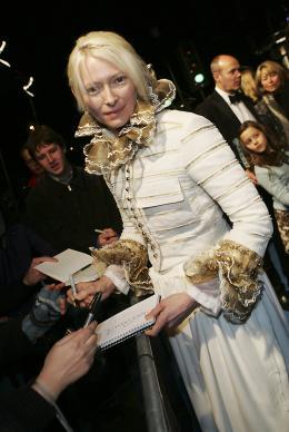 photo 43/61 - Tilda Swinton - Avant-première du film à Londres - Le 7 décembre 2005 - Le Monde de Narnia - Chapitre 1 : Le Lion, la Sorcière Blanche et l'Armoire Magique