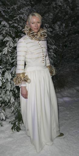 photo 54/61 - Tilda Swinton - Avant-première du film à Londres - Le 7 décembre 2005 - Le Monde de Narnia - Chapitre 1 : Le Lion, la Sorcière Blanche et l'Armoire Magique