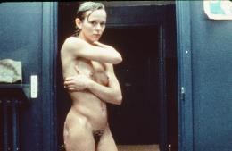 photo 3/9 - Christine Boisson - Extérieur, nuit - © Thunder Films Intl.