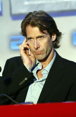 photo 63/77 - Michael Bay - Conf�rence de presse � S�oul - Transformers - © Paramount