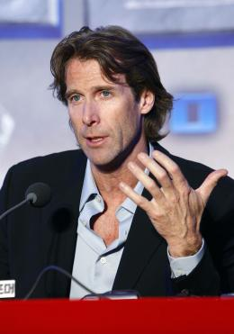 photo 65/77 - Michael Bay - Conf�rence de presse � S�oul - Transformers - © Paramount