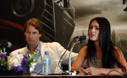 photo 54/77 - Michael Bay, Megan Fox - Conf�rence de presse � S�oul - Transformers - © Paramount