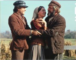 photo 1/8 - Norma Crane, Leonard Frey, Topol - Un Violon sur le Toit - © Fox Pathé Europa (FPE)