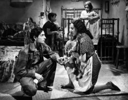 photo 2/20 - Roberto Cobo, Estela India - Los Olvidados - © Films Sans Frontières