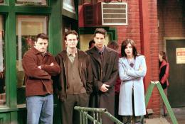 photo 5/10 - Saison 7- Matt Leblanc, Matthew Perry, David Schwimmer, Courteney Cox - Friends - Saison 7 - © Warner Bros