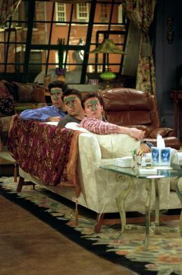 photo 9/10 - Saison 7- David Schwimmer, Matt Leblanc, Matthew Perry - Friends - Saison 7 - © Warner Bros
