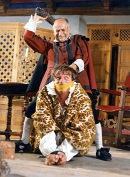 photo 5/13 - Louis De Funès  et Yves Montand - La Folie Des Grandeurs - © Gaumont Distribution