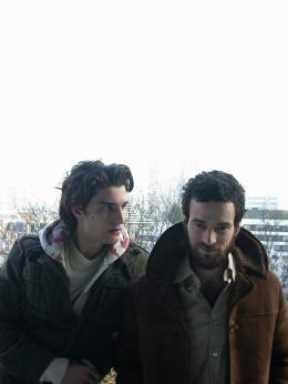 Dans Paris Louis Garrel et Romain Duris photo 1 sur 10