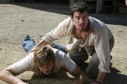 photo 13/25 - Taylor Handley, Matthew Bomer - Massacre à la tronçonneuse : le commencement - © Métropolitan Film
