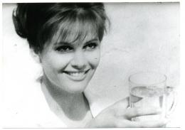 photo 2/12 - Claudia Cardinale - Huit et demi - © Gaumont