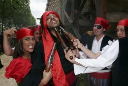 photo 46/81 - Avant-premi�re parisienne du film, juillet 2006 - Pirates des Cara�bes, le secret du coffre maudit - © BVI