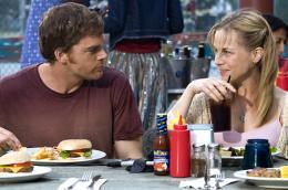 photo 10/16 - Julie Benz, Michael C. Hall - Dexter - Saison 1