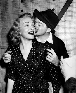 photo 8/9 - Marlene Dietrich , John Lund - La Scandaleuse de Berlin - © Swashbuckler Films