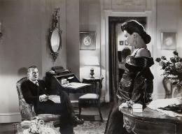 Cape et Poignard Gary Cooper, Marjorie Hoshelle photo 3 sur 9