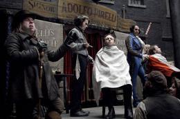 photo 41/82 - Johnny Depp, Timothy Spall, Sacha Baron Cohen - Sweeney Todd, le diabolique barbier de Fleet Street - © Warner Bros