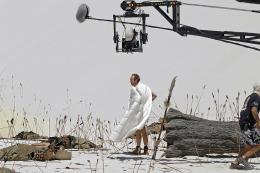 photo 14/33 - Benoît Poelvoorde - Les Deux Mondes - © Gaumont Distribution