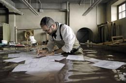 photo 31/33 - Daniel Cohen - Les Deux Mondes - © Gaumont Distribution