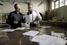 photo 17/33 - Benoît Poelvoorde et Daniel Cohen - Les Deux Mondes - © Gaumont Distribution
