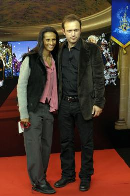photo 190/263 - Vincent Pérez et sa femme - Avant-Première à Paris - Novembre 2007 - Il était une fois - © Walt Disney Studios Motion Pictures France