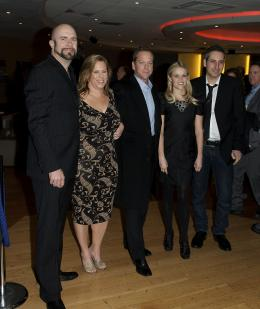 photo 103/121 - Kiefer Sutherland, Reese Witherspoon, Rob Letterman, Lisa Stewart et Conrad VernonRob Letterman, Lisa Stewart et Conrad Vernon - Avant-première à Londres (Mars 2009) - Monstres contre Aliens - © Paramount