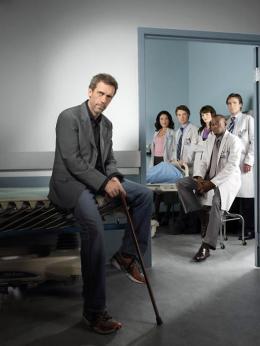 photo 50/60 - Dr. House - Saison 1 - Hugh Laurie - © 2004 FOX BROADCASTING COMPANY