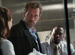 photo 56/60 - Dr. House- Saison 1 - Hugh Laurie - © 2004 FOX BROADCASTING COMPANY