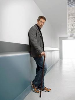 photo 54/60 - Dr. House - Saison 1 - Hugh Laurie - © 2004 FOX BROADCASTING COMPANY