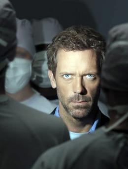 photo 57/60 - Dr. House - Saison 1 - Hugh Laurie - © 2004 FOX BROADCASTING COMPANY