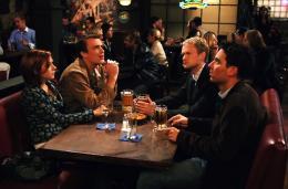 photo 9/19 - Josh Radnor, Jason Segel, Neil Patrick Harris, Alyson Hannigan - How I met your mother - Saison 1 - © CBS