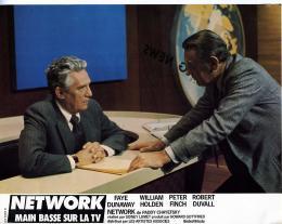 photo 4/6 - Peter Finch et William Holden - Network, main basse sur la télévision - © Swashbuckler Films