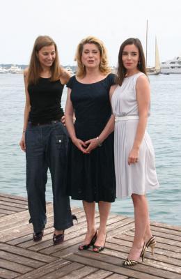 Elli Medeiros Festival de Cannes 2007 : Eli Medeiros, Catherine Deneuve et Elodie Bouchez photo 3 sur 3