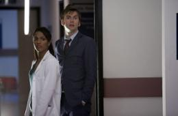 photo 318/320 - Freema Agyeman, David Tennant - Doctor Who - © BBC