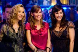 P.S. I Love You Lisa Kudrow, Hilary Swank, Gina Gershon photo 9 sur 44