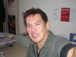 Brillante Mendoza Autoportrait - Rencontre pour John John <i>(F�vrier 2008)</i> photo 8 sur 8