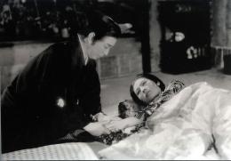 photo 8/9 - Gonjurô Kawarazaki, Kakuko Mori - Les Contes des Chrysanthèmes Tardifs - © Mk2 Editions