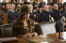 photo 7/92 - Angelina Jolie - L'�change - © Universal