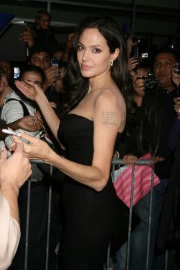 photo 72/92 - Angelina Jolie Avant-premi�re � New York (Octobre 2008) - L'�change - © Universal