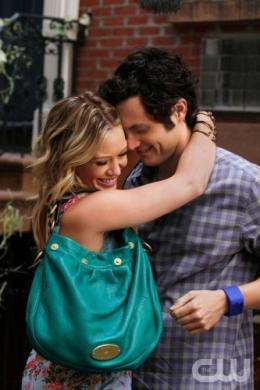 photo 112/329 - Hilary Duff et Penn Badgley - Saison 3 - Gossip Girl - © CW