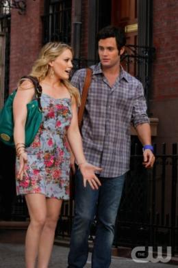 photo 124/329 - Hilary Duff et Penn Badgley - Saison 3 - Gossip Girl - © CW