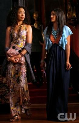 photo 119/329 - Gina Torres et Jessica Szohr - Saison 3 - Gossip Girl - © CW