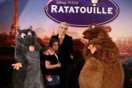 photo 104/122 - Mélita Toscan du Plantier et sa fille - Avant-première à Paris - 30 juin 2007 - Ratatouille - © BVI
