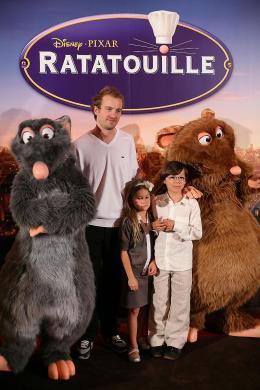 photo 106/122 - Jocelyn Quivrin et ses enfants - Avant-première à Paris - 30 juin 2007 - Ratatouille - © BVI