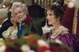 Victoria : Les jeunes années d'une reine Jim Broadbent et Harriet Walter photo 4 sur 19