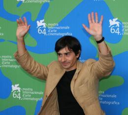 Luigi Lo Cascio Luigi Lo Cascio - Photocall du film Il dolce e l'amaro - Venise 2007 photo 10 sur 25
