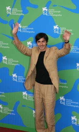 Luigi Lo Cascio Luigi Lo Cascio - Photocall du film Il dolce e l'amaro - Venise 2007 photo 9 sur 25